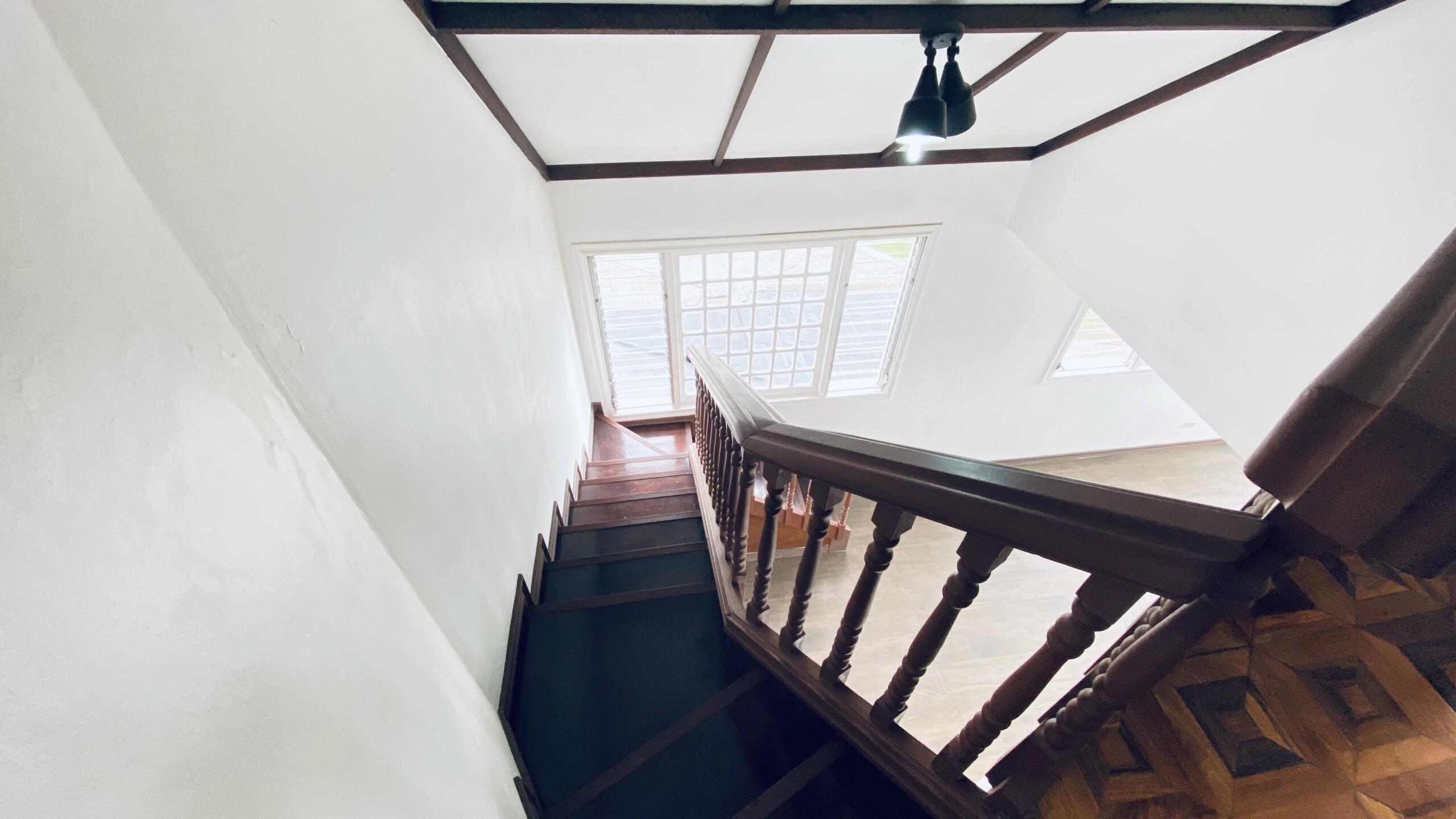 Casa en Rohrmoser: 3 niveles estilo inglés diseño: Tudor.